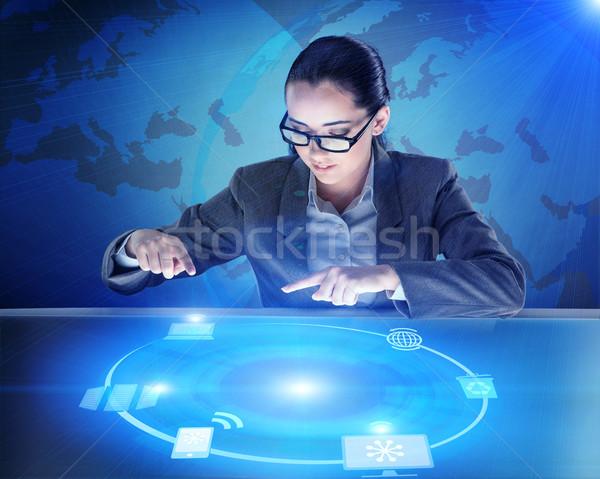 Empresária global computing trabalhar rede móvel Foto stock © Elnur
