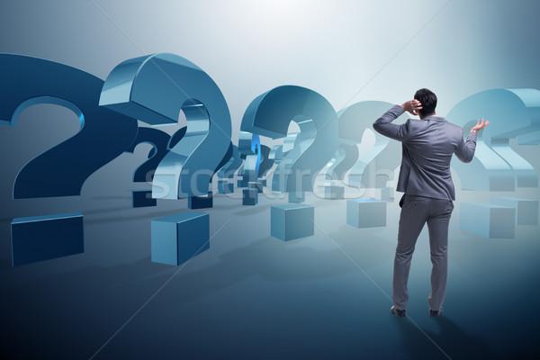 üzletember bizonytalanság kérdőjelek állás siker gondolkodik Stock fotó © Elnur
