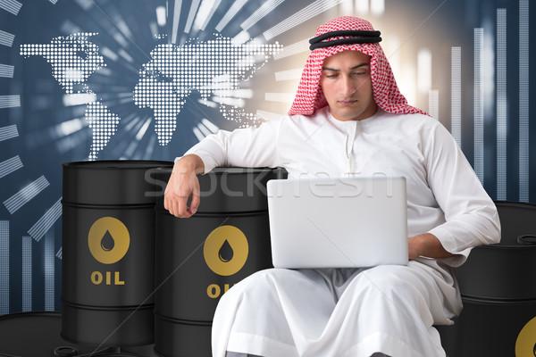 Emiraty biznesmen handlowy oleju laptop działalności Zdjęcia stock © Elnur