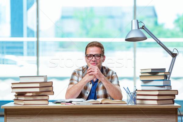 Jóvenes masculina estudiante escuela secundaria exámenes sonrisa Foto stock © Elnur