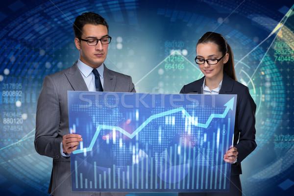 Zakenlieden bespreken voorraad grafiek trends geld Stockfoto © Elnur