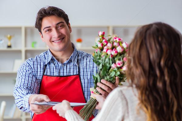 Assistent verkopen bloemen vrouwelijke klant Stockfoto © Elnur
