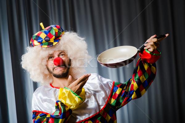 Mérges bohóc serpenyő jókedv vicces kalap Stock fotó © Elnur