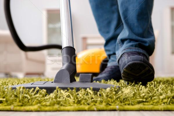 Férfi takarítás padló szőnyeg porszívó közelkép Stock fotó © Elnur