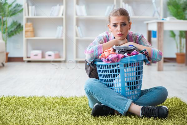 Moe depressief huisvrouw wasserij vrouw gelukkig Stockfoto © Elnur