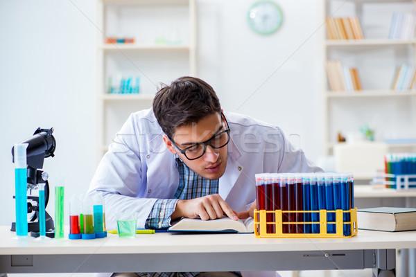 Fiatal vegyész diák dolgozik labor vegyszerek Stock fotó © Elnur