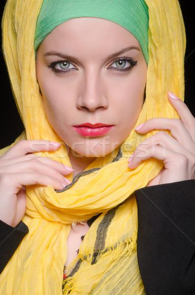 Ernstig vrouw kleurrijk hoofddoek mode Stockfoto © Elnur