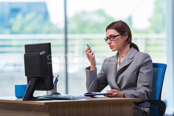 Femme d'affaires bureau longtemps femme téléphone travaux Photo stock © Elnur