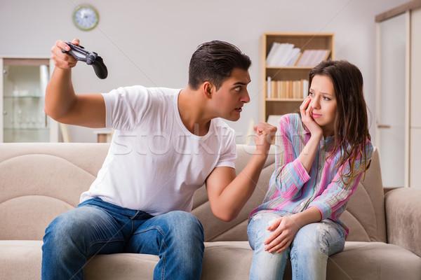 Jeunes famille souffrance ordinateur jeux dépendance Photo stock © Elnur