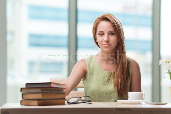 Jeune femme école examens femme heureux maison Photo stock © Elnur
