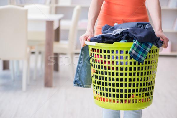 Stock fotó: Hangsúlyos · nő · szennyes · otthon · lány · mosoly