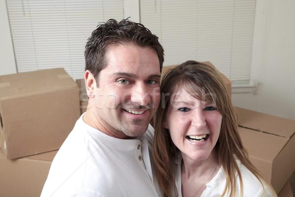 Feliz movimiento atractivo caucásico Pareja cajas Foto stock © elvinstar