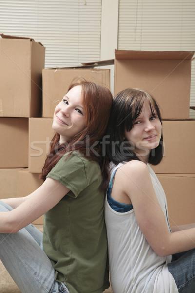 Adolescente irmãs em movimento dois adolescente sentar-se Foto stock © elvinstar