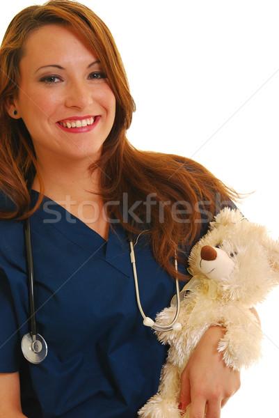 Glimlachend verpleegkundige vrouwelijke gevuld beer geïsoleerd Stockfoto © elvinstar