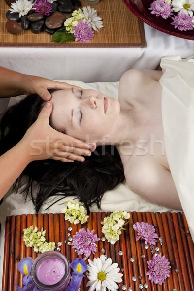 Cabeza masaje jóvenes caucásico mujer mentiras Foto stock © elvinstar