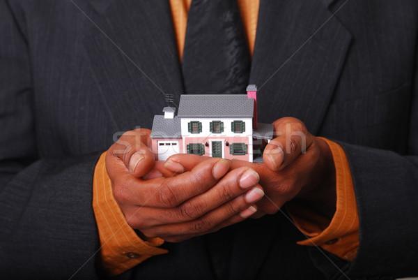 Home Gerechtigkeit männlich Hände halten Miniatur Stock foto © elvinstar