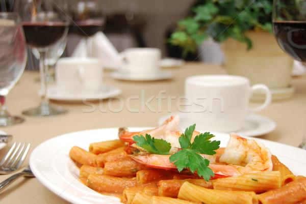 Camarón rojo salsa restaurante mesa vino Foto stock © elvinstar
