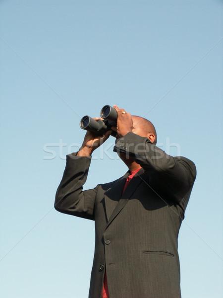 O que mentiras à frente homem de negócios olhando binóculo Foto stock © elvinstar