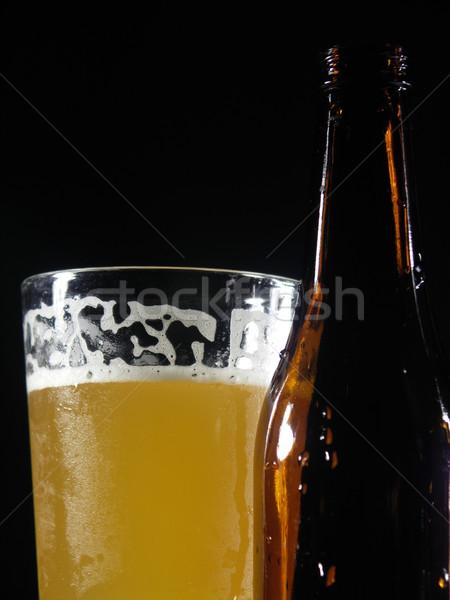 Frío uno vidrio cerveza detrás botella Foto stock © elvinstar