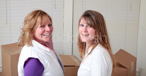 Szobatársak mozog női költözködő dobozok nő lány Stock fotó © elvinstar