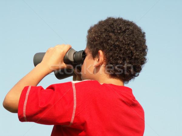 Distancia nino mirando binoculares nino búsqueda Foto stock © elvinstar
