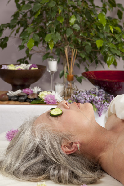 Pepino ojos caucásico mujer mentiras masaje Foto stock © elvinstar