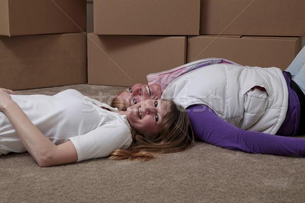 室友 移動 女 地板 女子 商業照片 © elvinstar