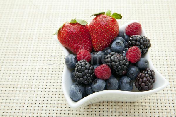 Bogyók tál friss díszes gyümölcs egészség Stock fotó © elvinstar