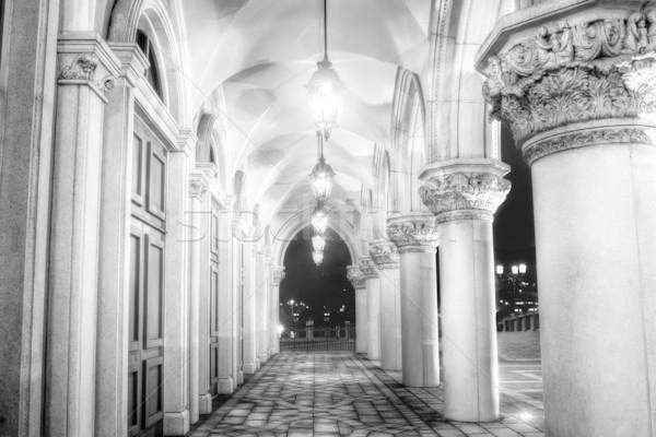 Korytarzu architektury lampy noc budynku ściany Zdjęcia stock © elwynn