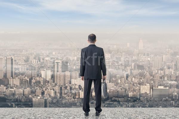 Foto d'archivio: Duro · lavoro · asian · uomo · d'affari · stand · guardare · città