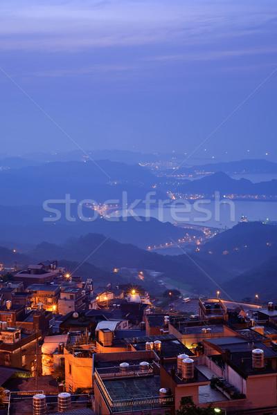 Night City scena domów Hill żółty Błękitne niebo Zdjęcia stock © elwynn