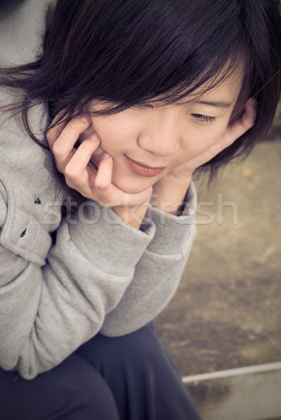 Bleu asian femme s'asseoir extérieur attente Photo stock © elwynn