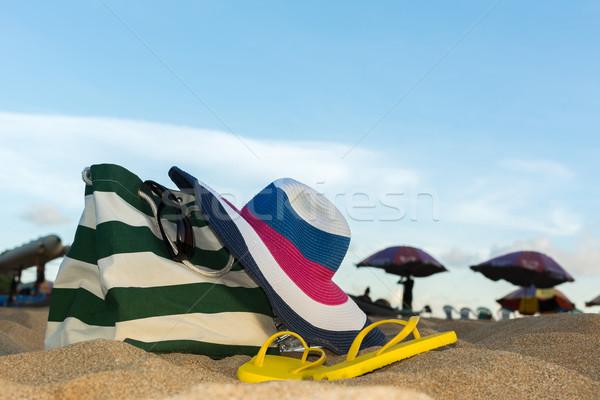 Foto stock: Verão · chapéu · de · palha · saco · óculos · de · sol · praia · tropical