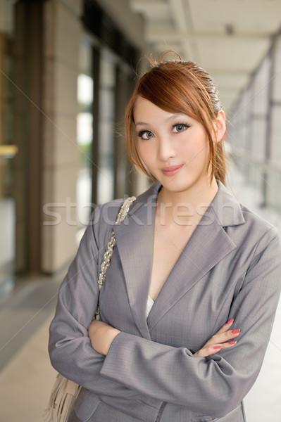 Amavelmente mulher de negócios em pé corredor olhando metade do comprimento Foto stock © elwynn