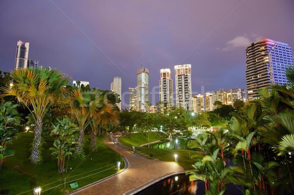 Nocturna de la ciudad paisaje rascacielos carretera edificio Foto stock © elwynn
