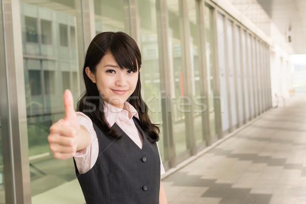 Ottimo segno donna d'affari dare primo piano ritratto Foto d'archivio © elwynn