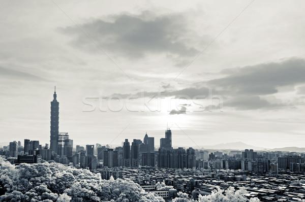 Városkép 101 felhőkarcoló drámai felhők infravörös Stock fotó © elwynn