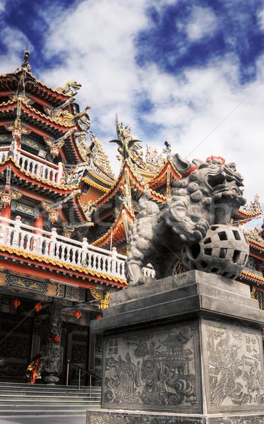 Colorato religiosa costruzione cinese stile leone Foto d'archivio © elwynn