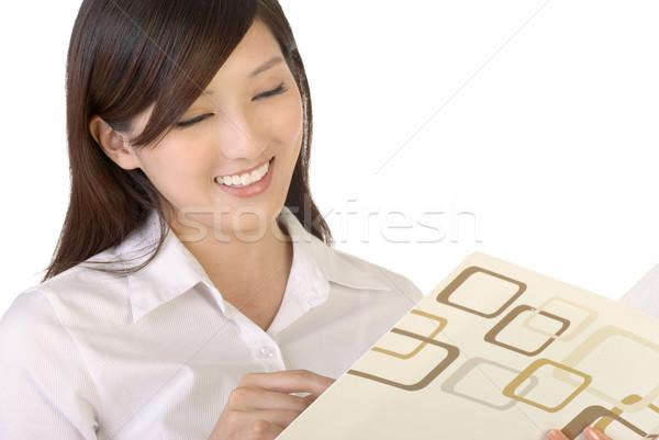 Przeczytać sprawozdanie business woman dokumentu uśmiech działalności Zdjęcia stock © elwynn