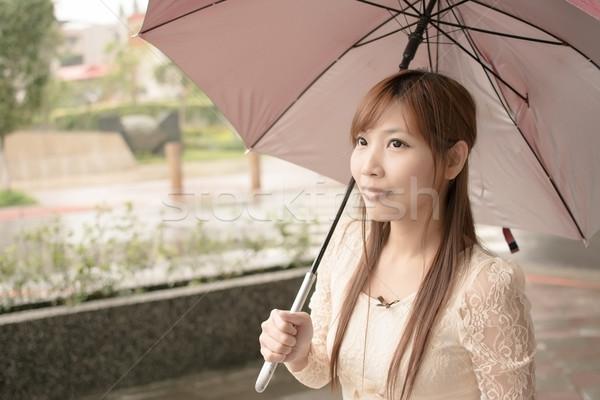 ázsiai szépség esik az eső nap tart esernyő Stock fotó © elwynn