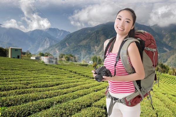 Hátizsákos turista kamera boldog mosolyog ázsiai fiatal Stock fotó © elwynn