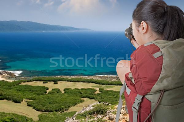 Hátizsákos turista elvesz fotó ázsiai női tengerpart Stock fotó © elwynn