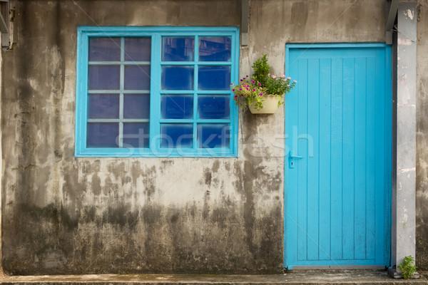 Oude huis levendig venster deur Taiwan asia Stockfoto © elwynn