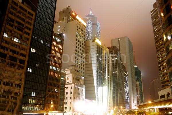 Nocturna de la ciudad rascacielos edificio de oficinas Hong Kong edificio ciudad Foto stock © elwynn