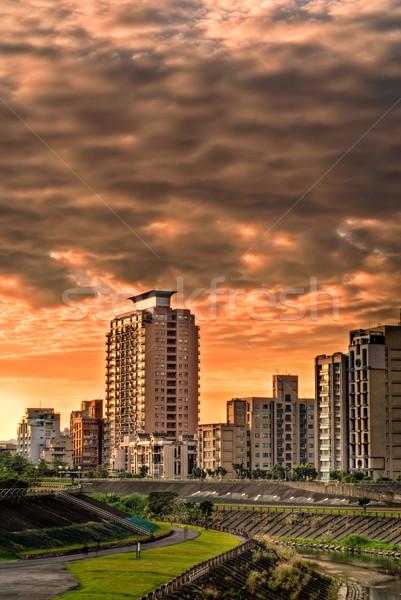 Foto stock: Edifícios · parque · rio · pequena · cidade · cidade · construção