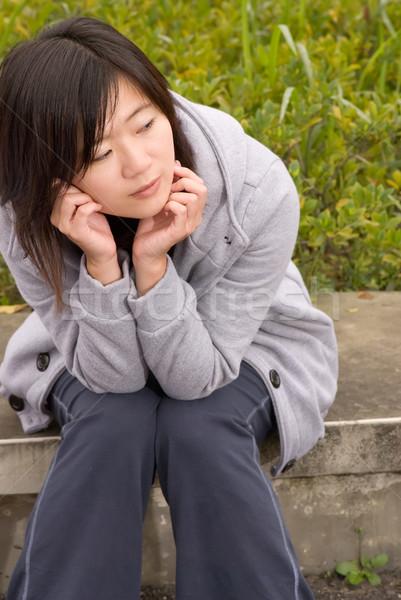 S'asseoir femme parc extérieur bleu Photo stock © elwynn