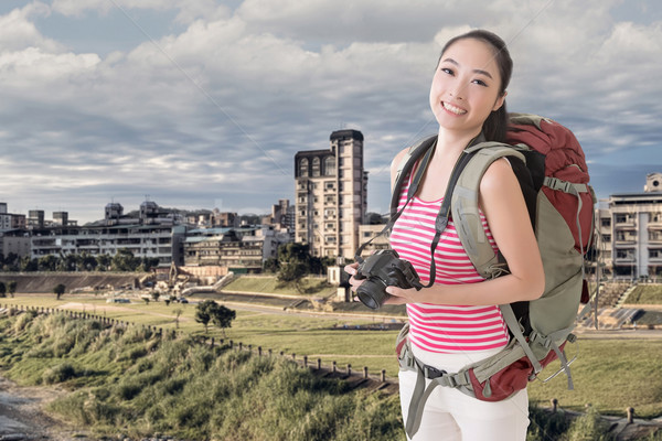 Backpacker kamera mutlu gülen Asya genç Stok fotoğraf © elwynn