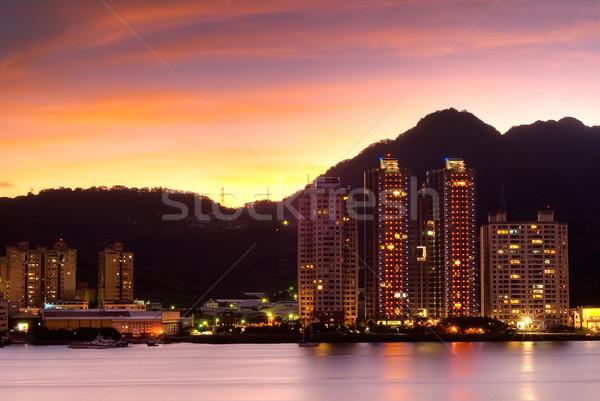 Night City budynków stoją rzeki piękna chmury Zdjęcia stock © elwynn