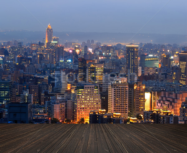 Nocturna de la ciudad escena suelo nubes edificio Foto stock © elwynn