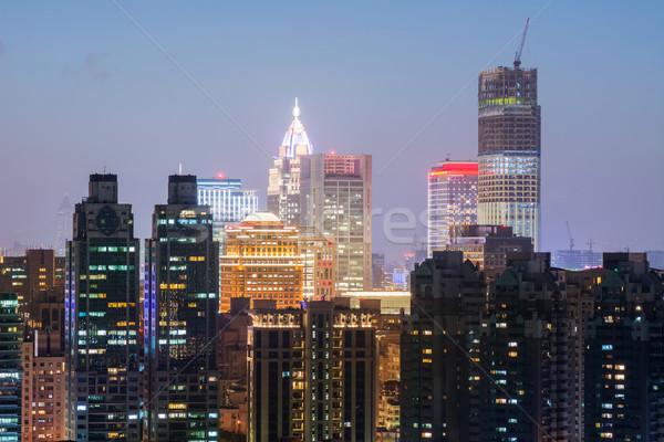 Kleurrijk City Night scène moderne wolkenkrabbers bouw Stockfoto © elwynn